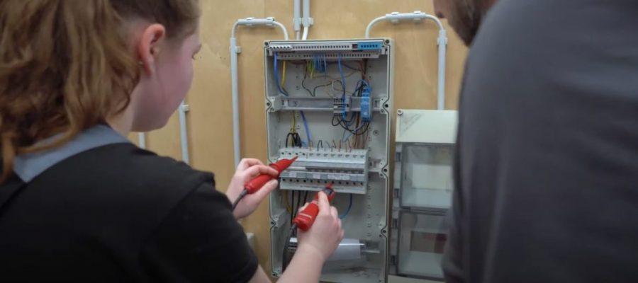 Bild eines Schaltkasten, Ausbildung als Elektroniker