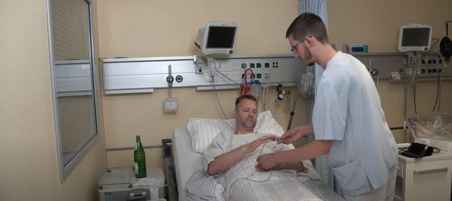 Bild eines Krankenbettes in einem Krankenhaus, Ausbildung als Pflegefachmann